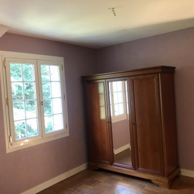 Chambre rénovée mur plafond et Boiserie