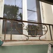 Garde-corps et tour de fenêtres avant travaux