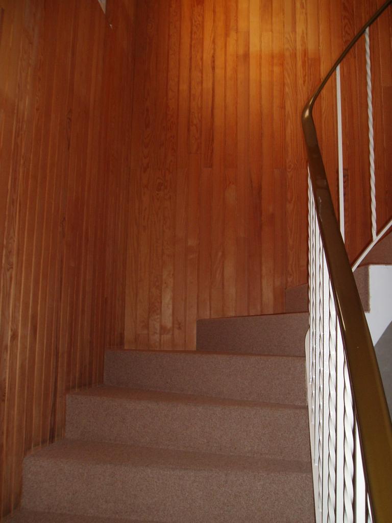 Cage d'escalier avant